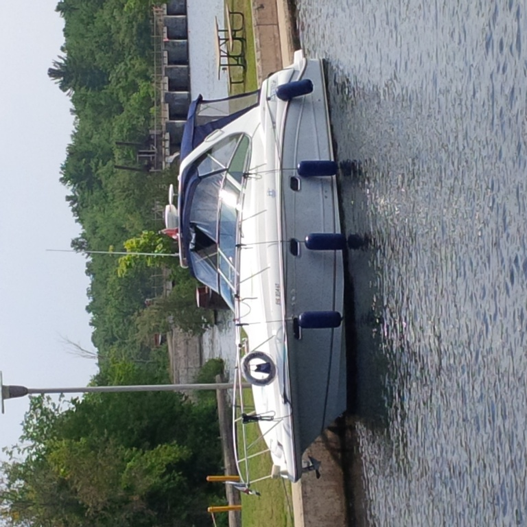 2001 Four Winns boat for sale, model of the boat is 328 Vusta & Image # 1 of 23