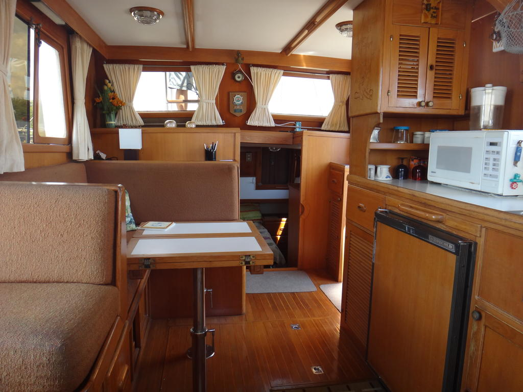 1986 Sea Lord boat for sale, model of the boat is 34 Double Cabin Trawler & Image # 3 of 10