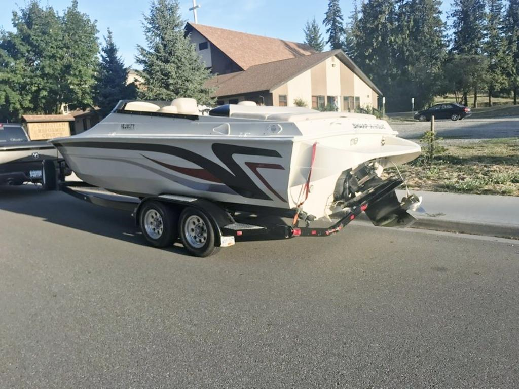 2000 Velocity boat for sale, model of the boat is 260 Performance Cuddy & Image # 11 of 14