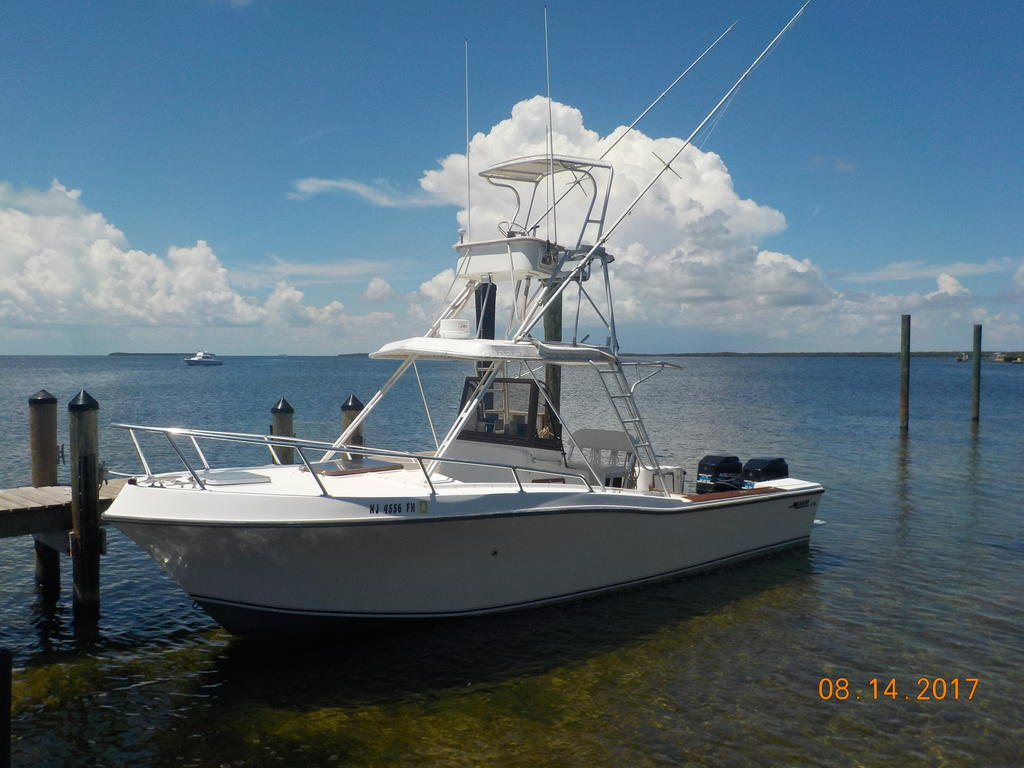1985 Mako boat for sale, model of the boat is 284  CC Cuddy Cabin & Image # 6 of 15