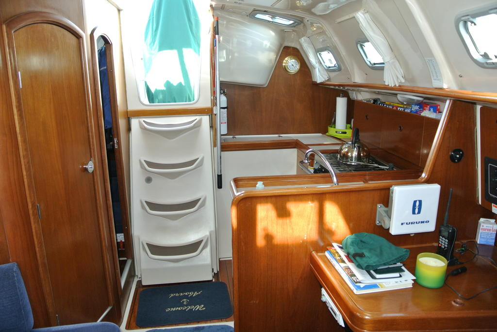 1998 Beneteau boat for sale, model of the boat is Oceanis 321 & Image # 16 of 18