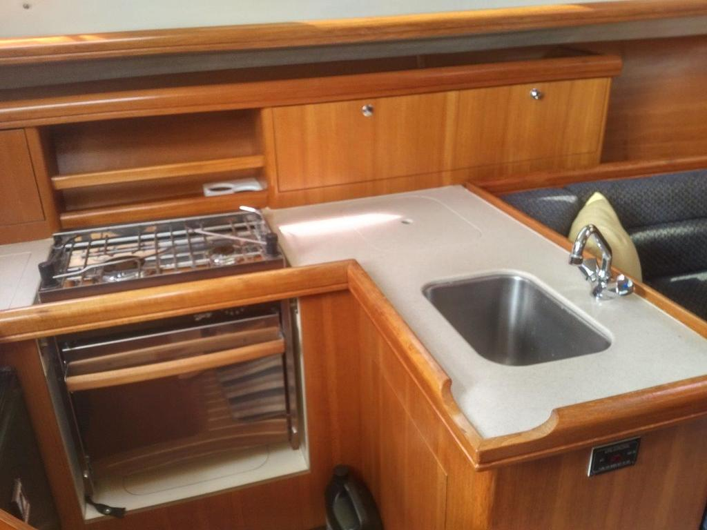 2007 Hunter boat for sale, model of the boat is 33 & Image # 3 of 8