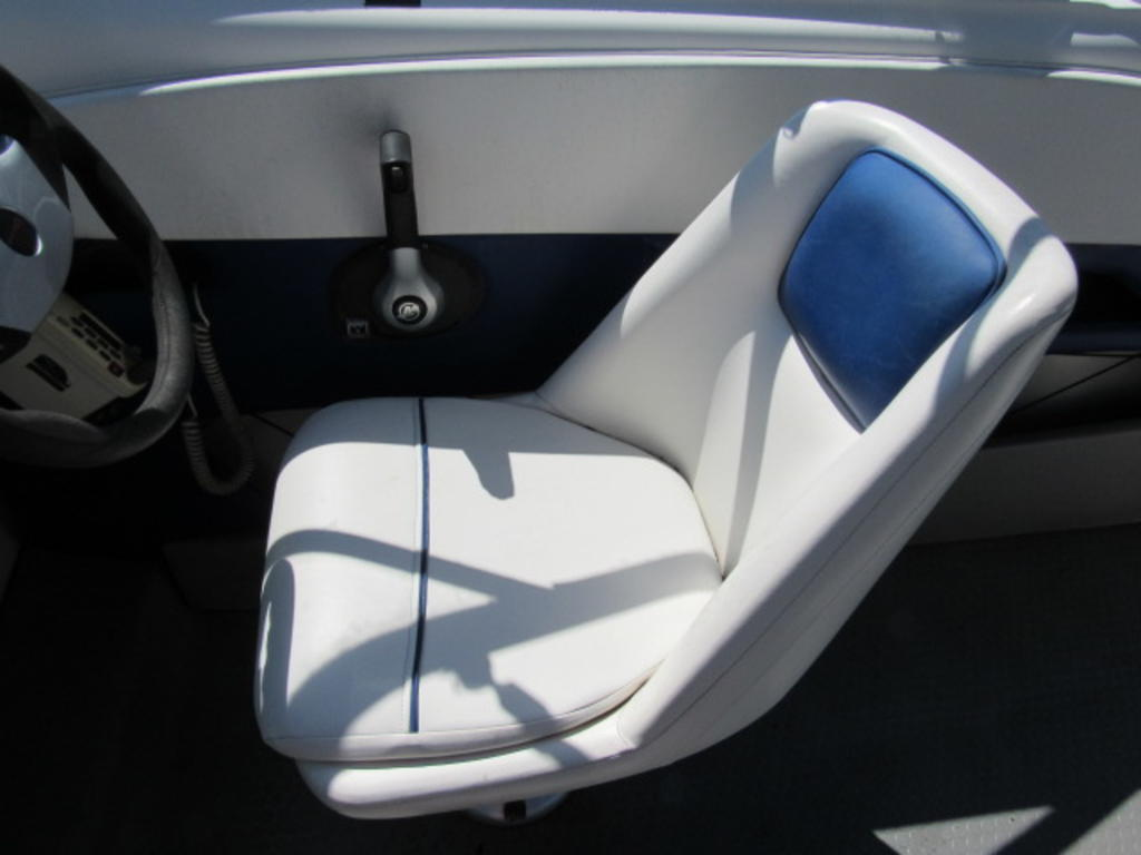 2008 Bayliner boat for sale, model of the boat is 210 Discovery & Image # 22 of 31