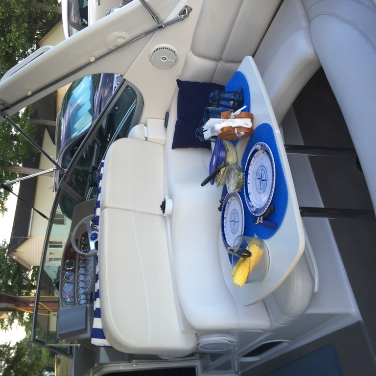 2001 Four Winns boat for sale, model of the boat is 328 Vusta & Image # 9 of 23