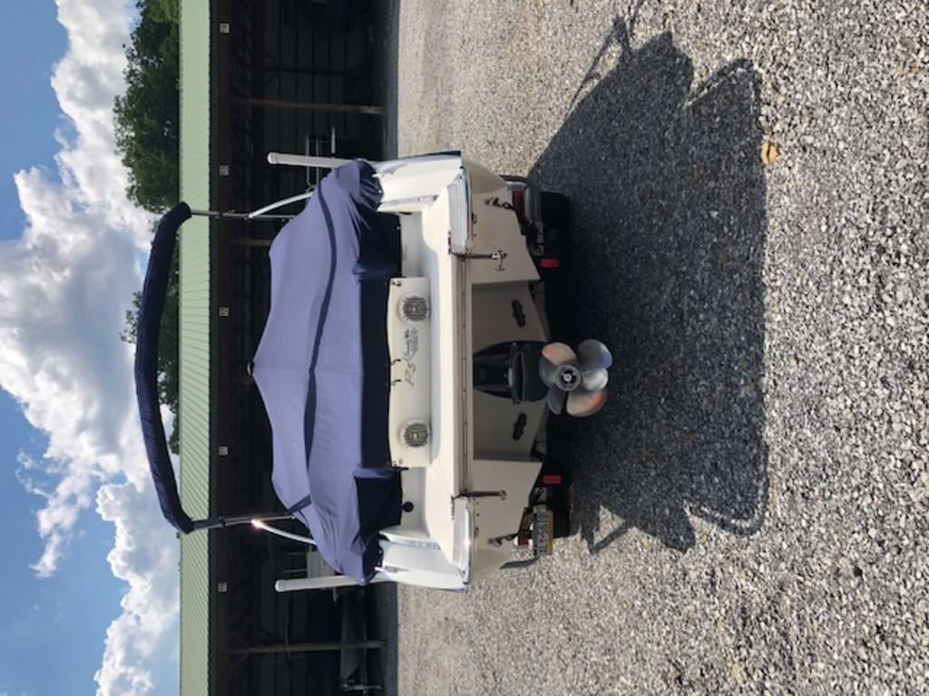 2015 Cobalt boat for sale, model of the boat is R5 & Image # 32 of 34