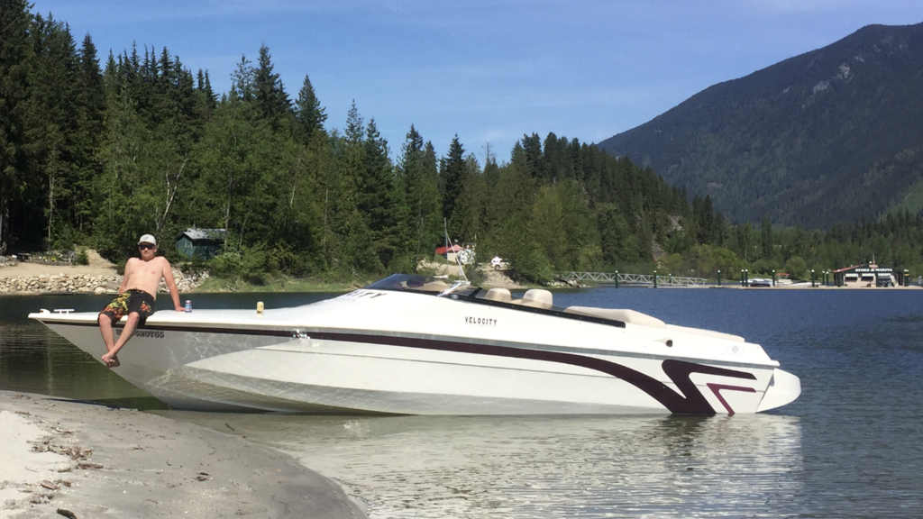 2000 Velocity boat for sale, model of the boat is 260 Performance Cuddy & Image # 6 of 14