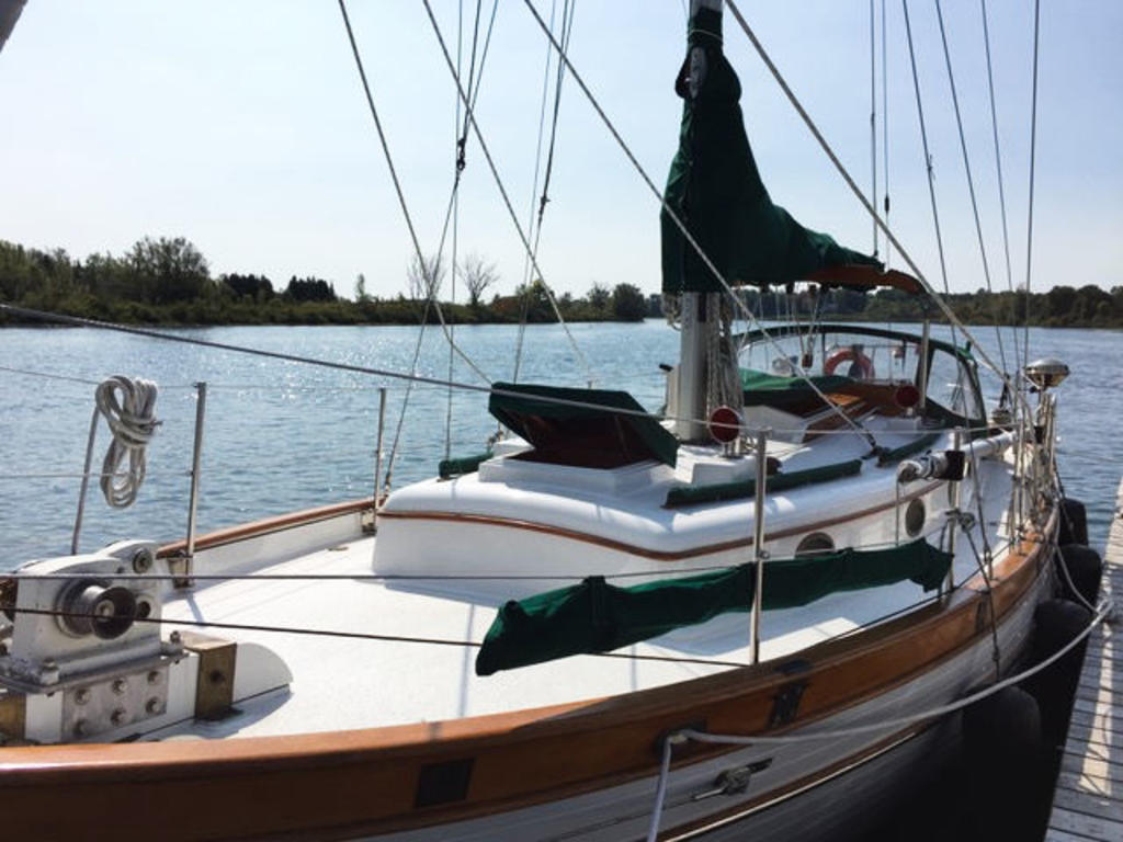 1984 Union boat for sale, model of the boat is 36 Cutter & Image # 3 of 21