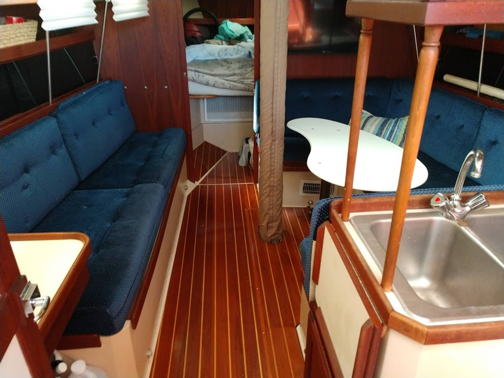 1986 Catalina Yachts boat for sale, model of the boat is 34 & Image # 3 of 11