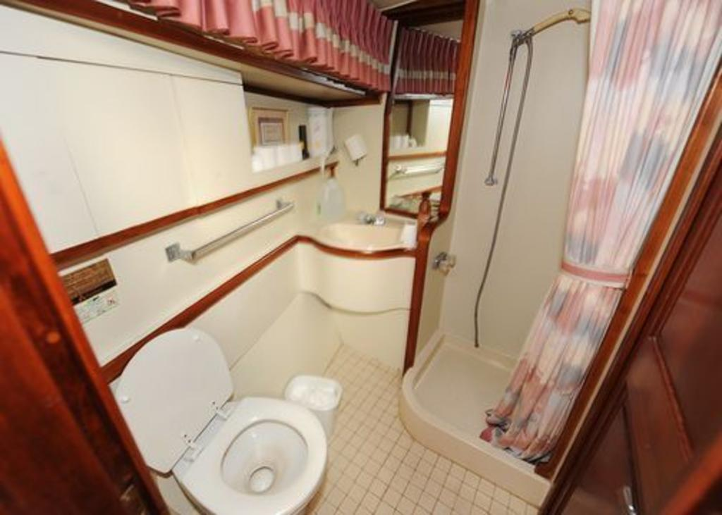 1987 Gulfstar boat for sale, model of the boat is cabin cruser & Image # 7 of 15