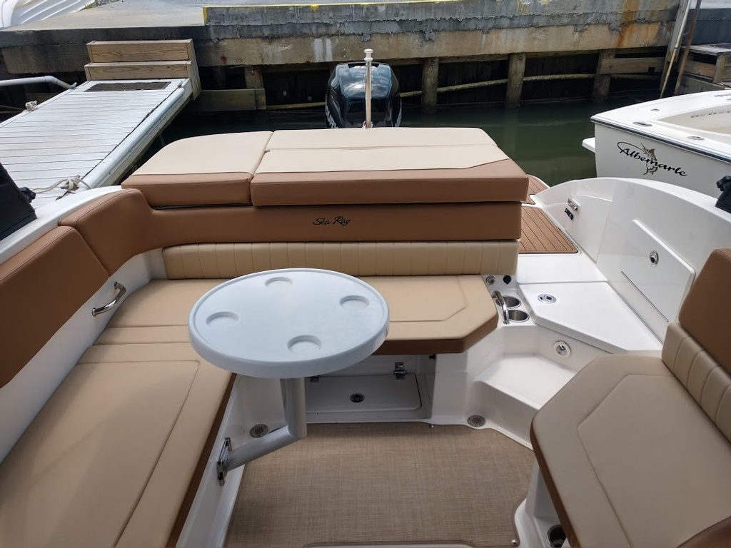 2018 Sea Ray boat for sale, model of the boat is 230 SPXO & Image # 5 of 12