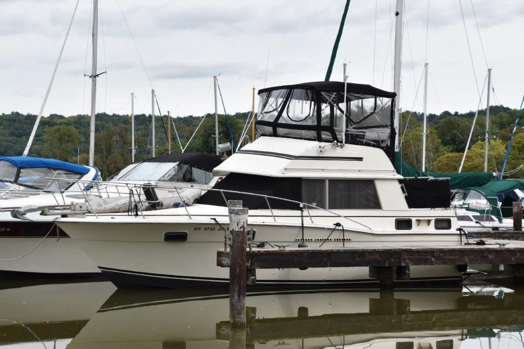1981 Carver boat for sale, model of the boat is Aft Cabin 3007 & Image # 1 of 21