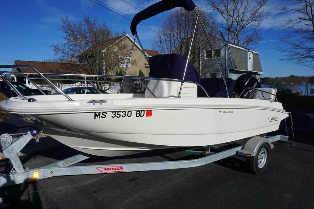 2014 Boston Whaler boat for sale, model of the boat is 170 Dauntless & Image # 1 of 7