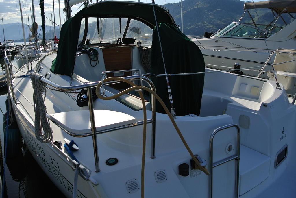 1998 Beneteau boat for sale, model of the boat is Oceanis 321 & Image # 9 of 18