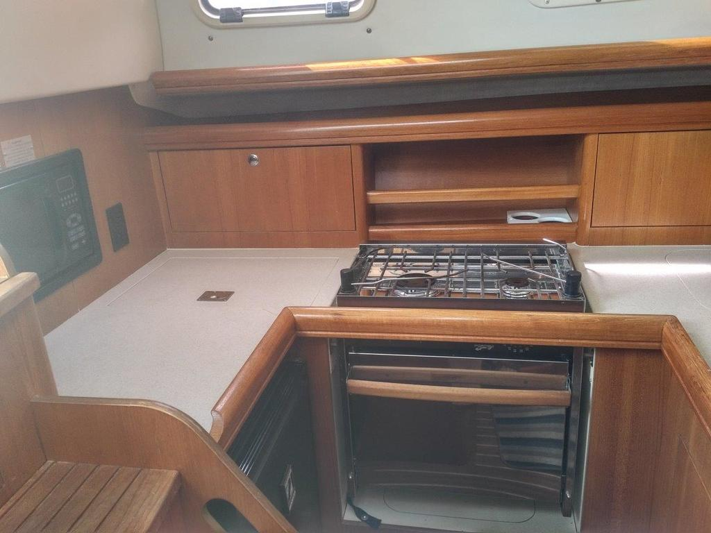 2007 Hunter boat for sale, model of the boat is 33 & Image # 5 of 8