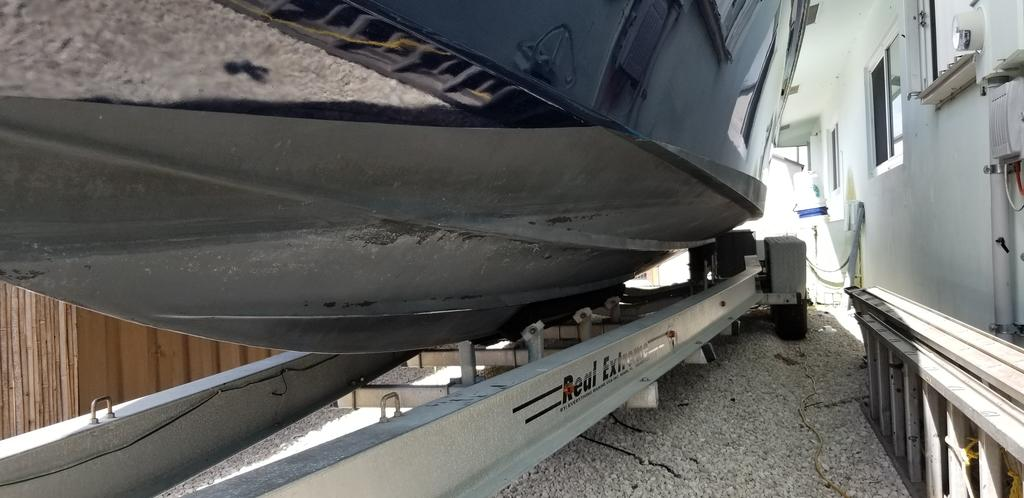 1997 Island Runner boat for sale, model of the boat is 31 CC & Image # 5 of 17