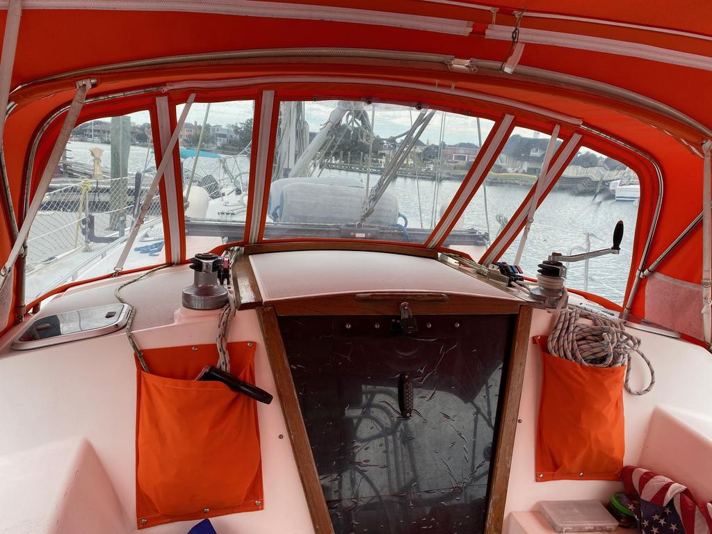 1993 Catalina Yachts Cruiser Series boat for sale, model of the boat is 42 & Image # 6 of 14