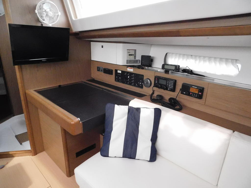 2012 Jeanneau boat for sale, model of the boat is SUN ODYSSEY 44DS & Image # 5 of 36