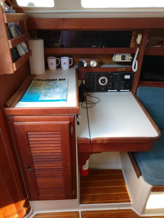 1987 Catalina Yachts Cruiser Series boat for sale, model of the boat is C-34 & Image # 7 of 11