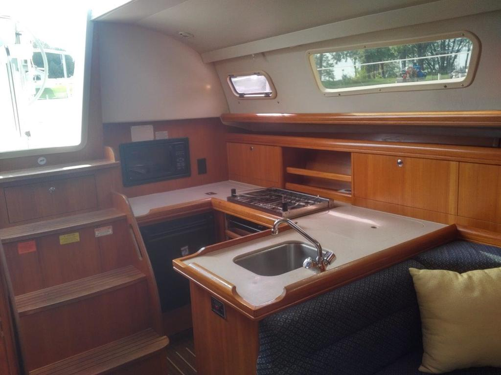 2007 Hunter boat for sale, model of the boat is 33 & Image # 2 of 8