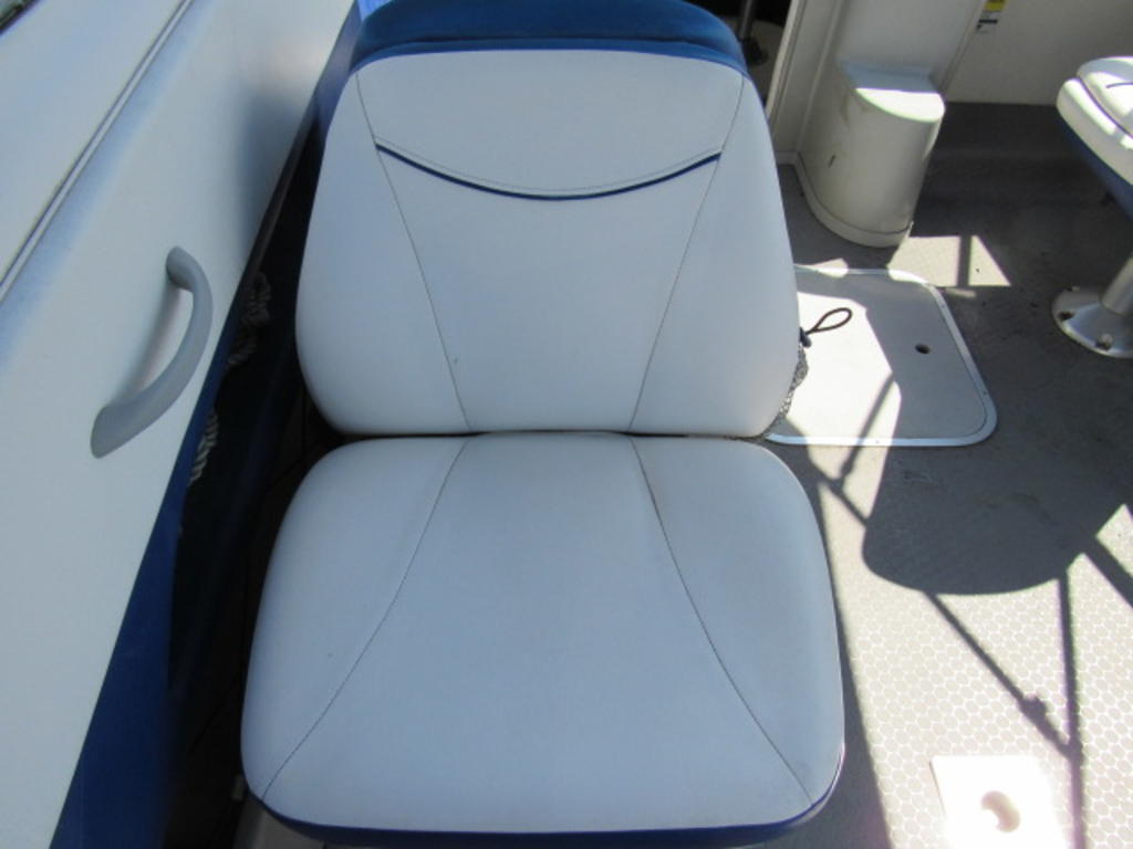 2008 Bayliner boat for sale, model of the boat is 210 Discovery & Image # 23 of 31