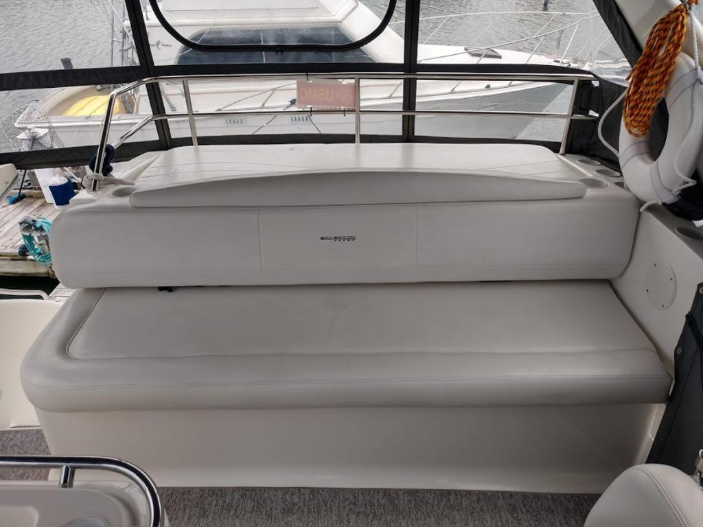 2005 Silverton boat for sale, model of the boat is 330 & Image # 15 of 17