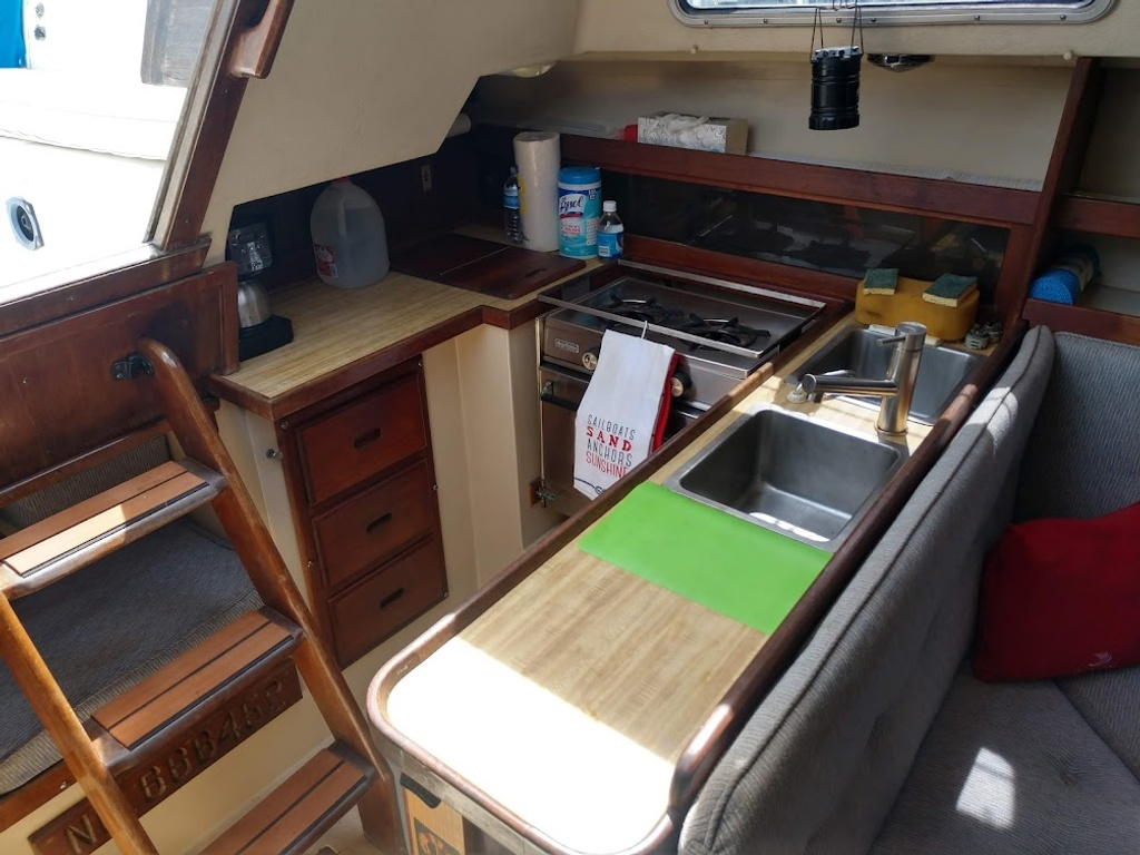 1984 Catalina Yachts Cruiser Series boat for sale, model of the boat is C-30 & Image # 5 of 11