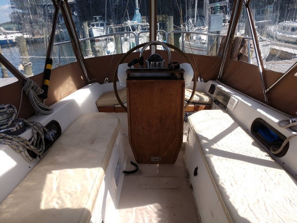 1986 Catalina Yachts boat for sale, model of the boat is 34 & Image # 11 of 11