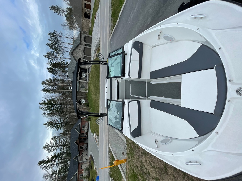 2015 Sea Ray boat for sale, model of the boat is SPX 21.5 & Image # 2 of 10