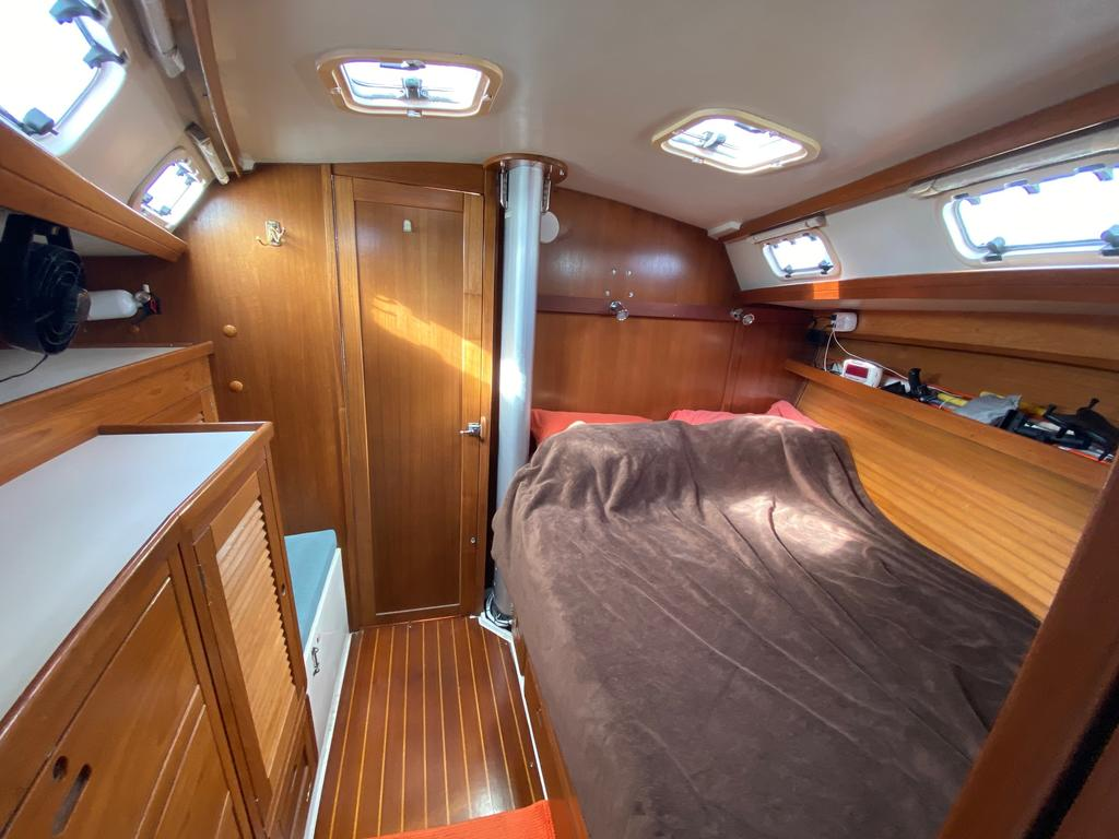 1993 Catalina Yachts Cruiser Series boat for sale, model of the boat is 42 & Image # 14 of 14