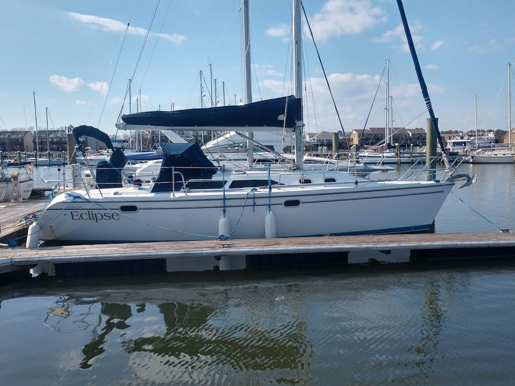 2000 Catalina Yachts boat for sale, model of the boat is 320 & Image # 1 of 12