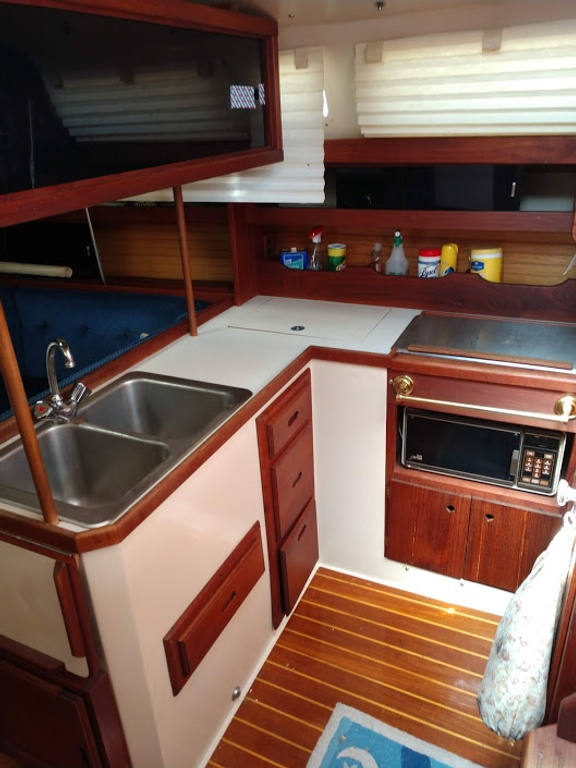 1986 Catalina Yachts boat for sale, model of the boat is 34 & Image # 2 of 11