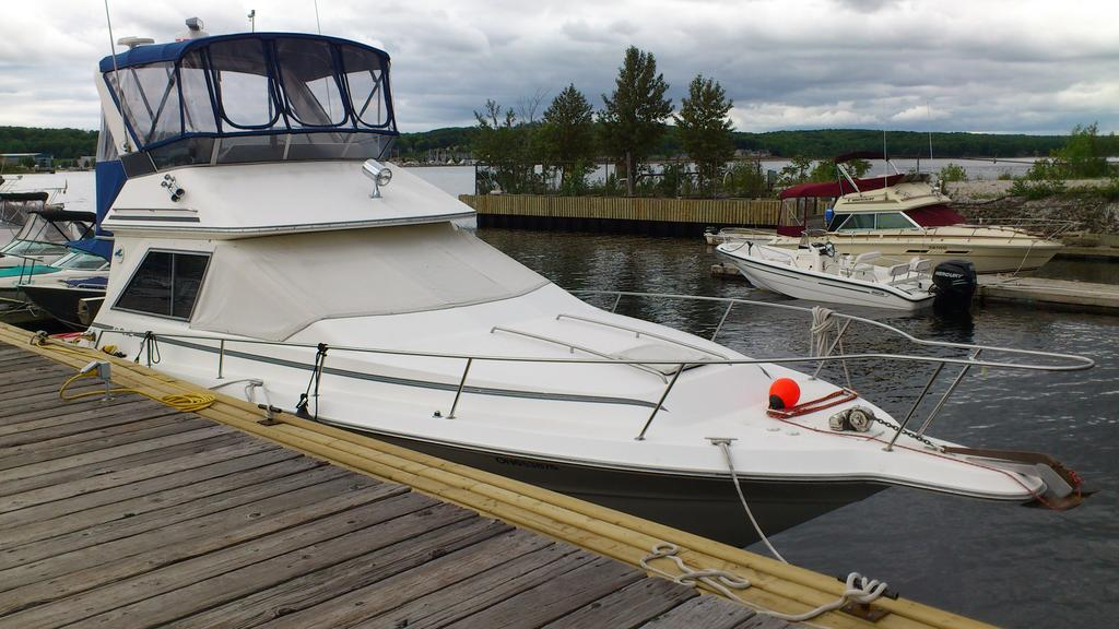 1989 Sea Ray boat for sale, model of the boat is 340 / 345 Sedan Bridge & Image # 3 of 52