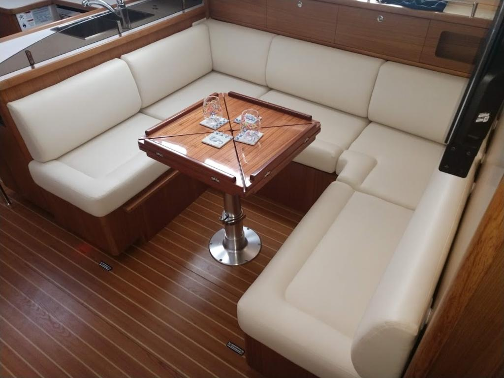 2017 Catalina Yachts Cruiser Series boat for sale, model of the boat is 425 & Image # 6 of 11