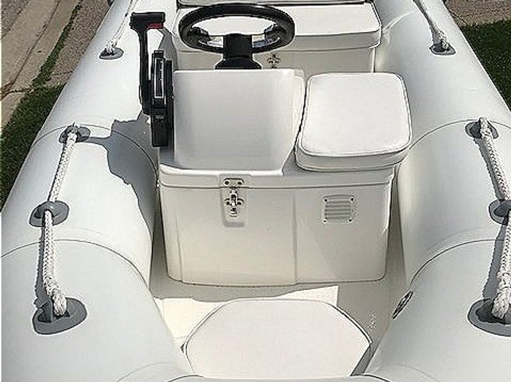 2015 Brig boat for sale, model of the boat is Falcon 330 & Image # 4 of 6