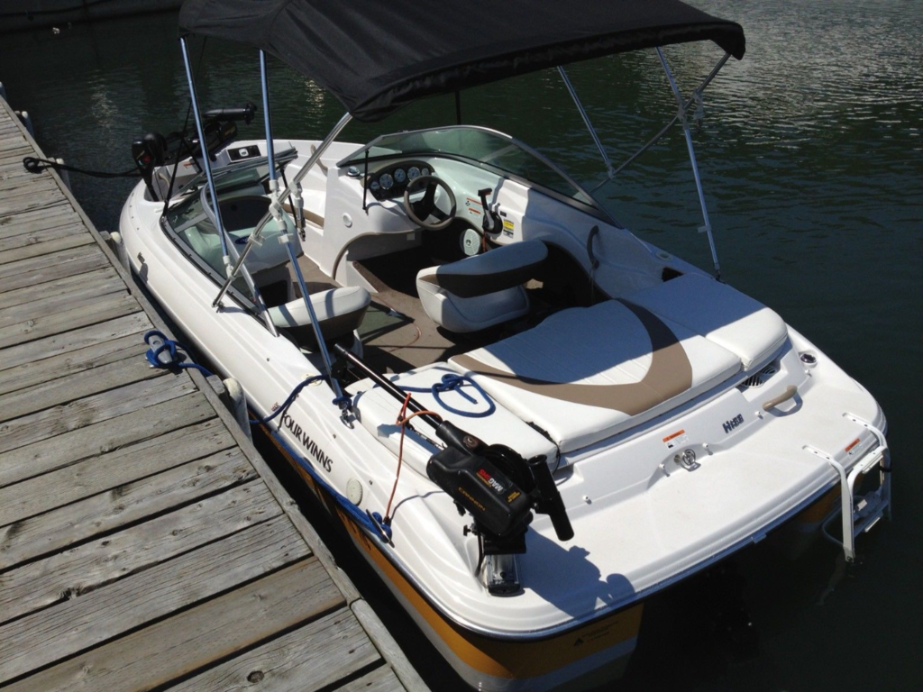 2008 Four Winns boat for sale, model of the boat is H183 F&S & Image # 2 of 8
