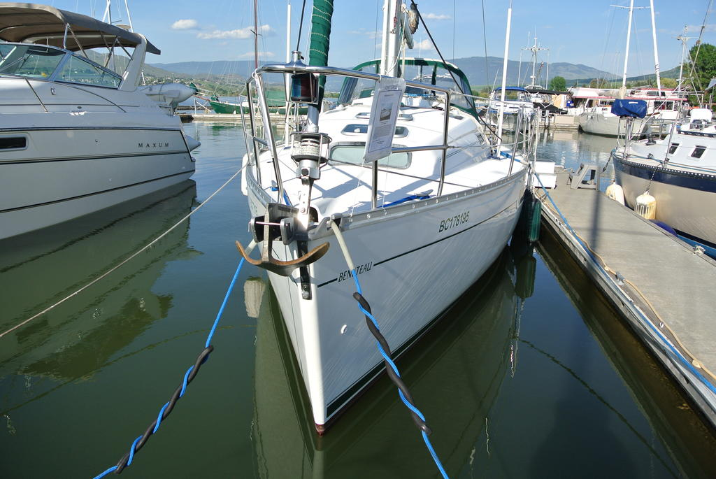 1998 Beneteau boat for sale, model of the boat is Oceanis 321 & Image # 6 of 18