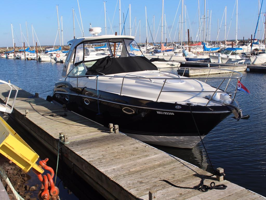 2015 Monterey boat for sale, model of the boat is 355SY & Image # 3 of 10