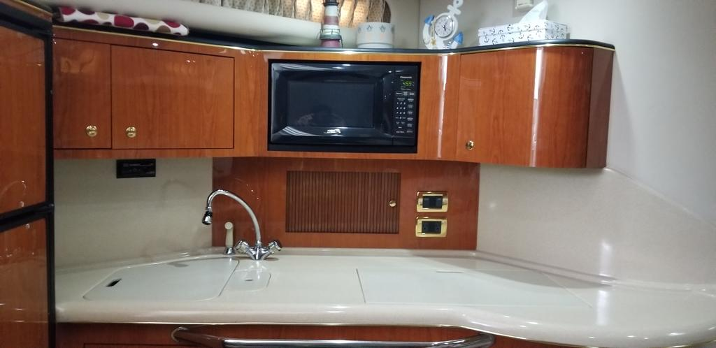 2001 Sea Ray boat for sale, model of the boat is Sundancer 380 & Image # 4 of 13