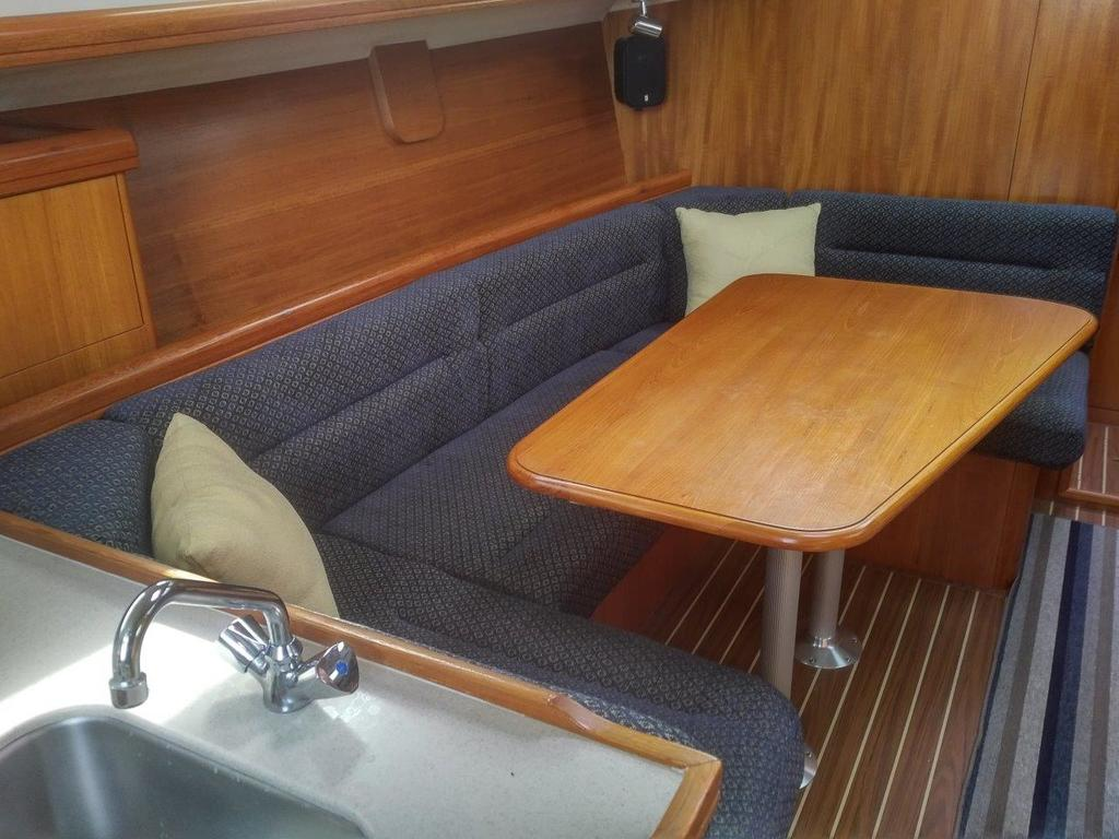 2007 Hunter boat for sale, model of the boat is 33 & Image # 4 of 8