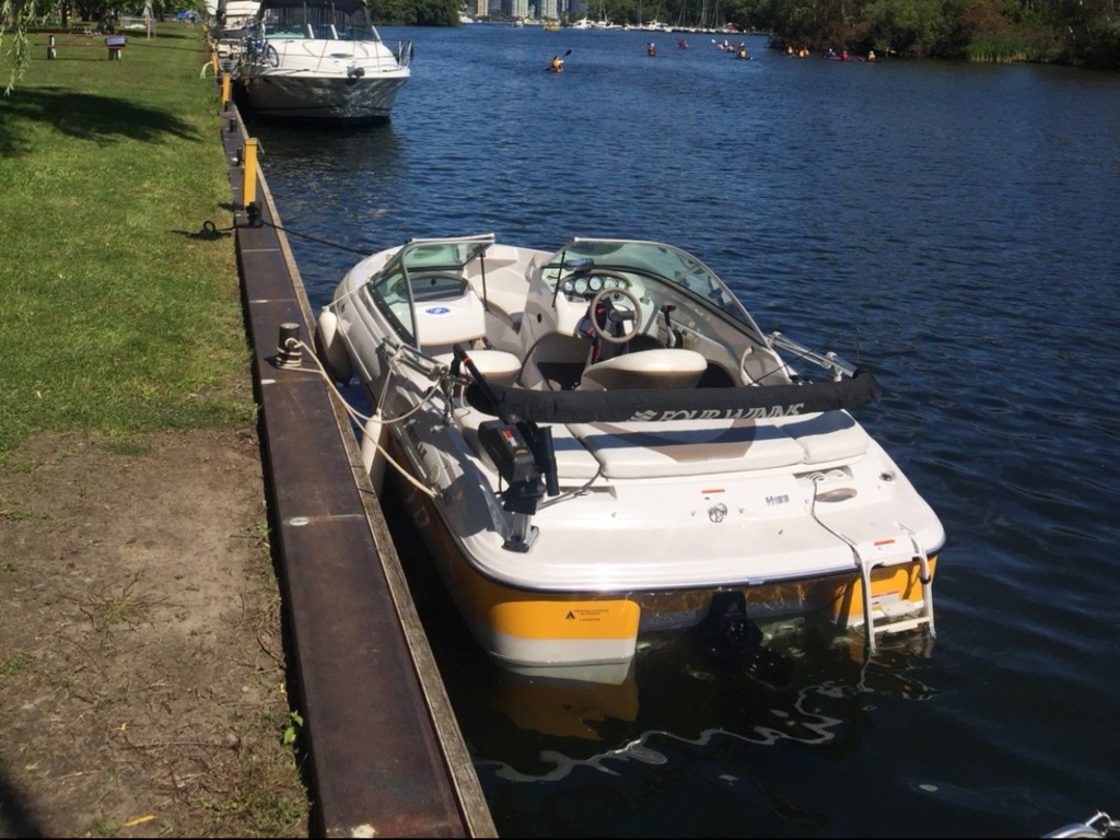 2008 Four Winns boat for sale, model of the boat is H183 F&S & Image # 1 of 8