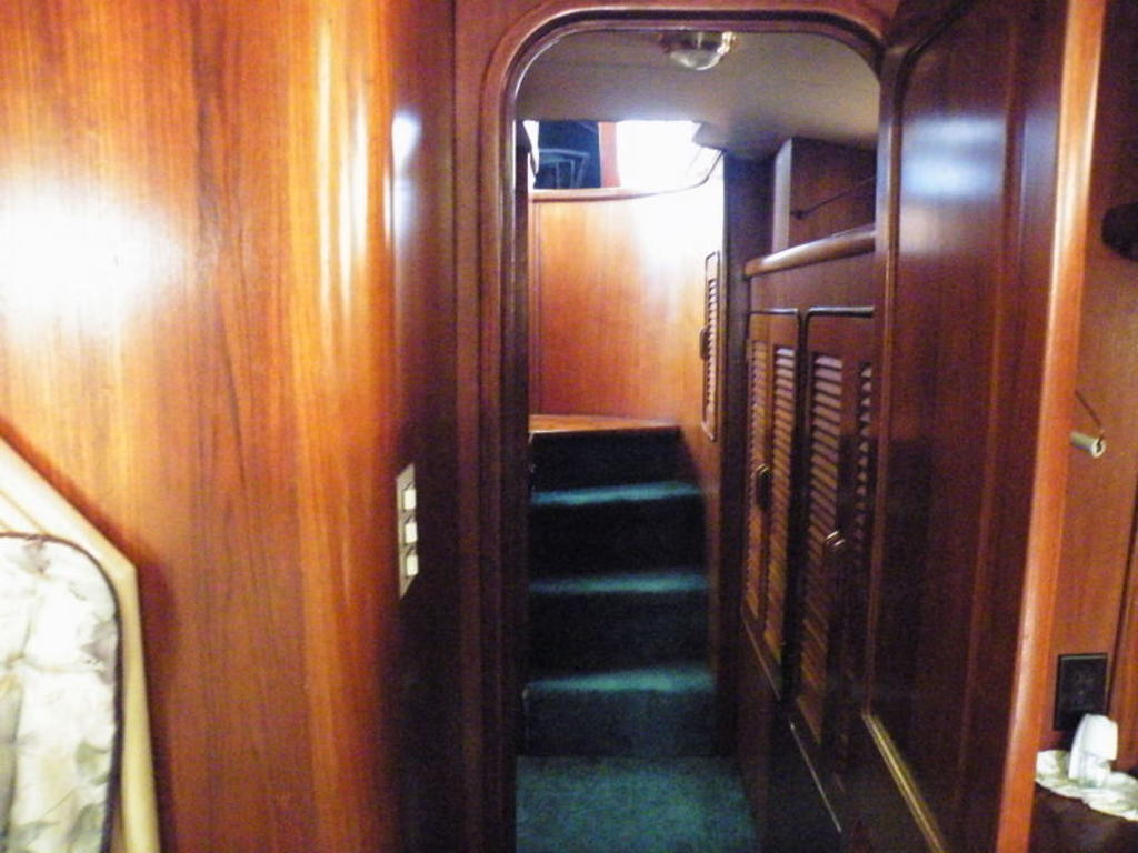 1987 Gulfstar boat for sale, model of the boat is cabin cruser & Image # 6 of 15