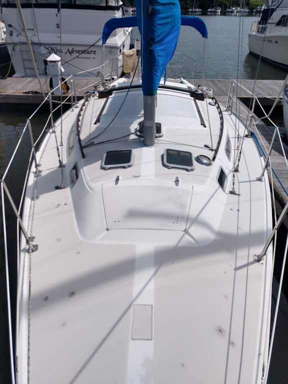 1984 Catalina Yachts Cruiser Series boat for sale, model of the boat is C-30 & Image # 3 of 11