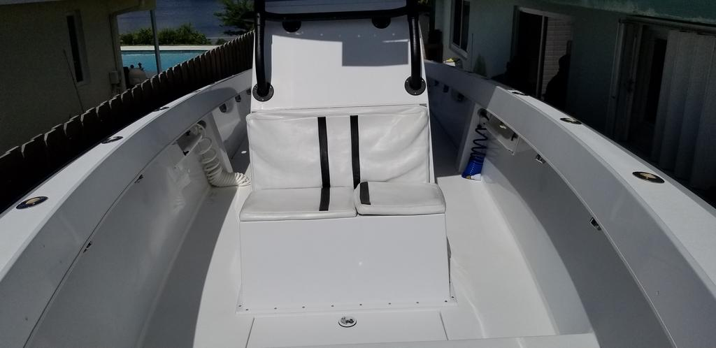 1997 Island Runner boat for sale, model of the boat is 31 CC & Image # 11 of 17