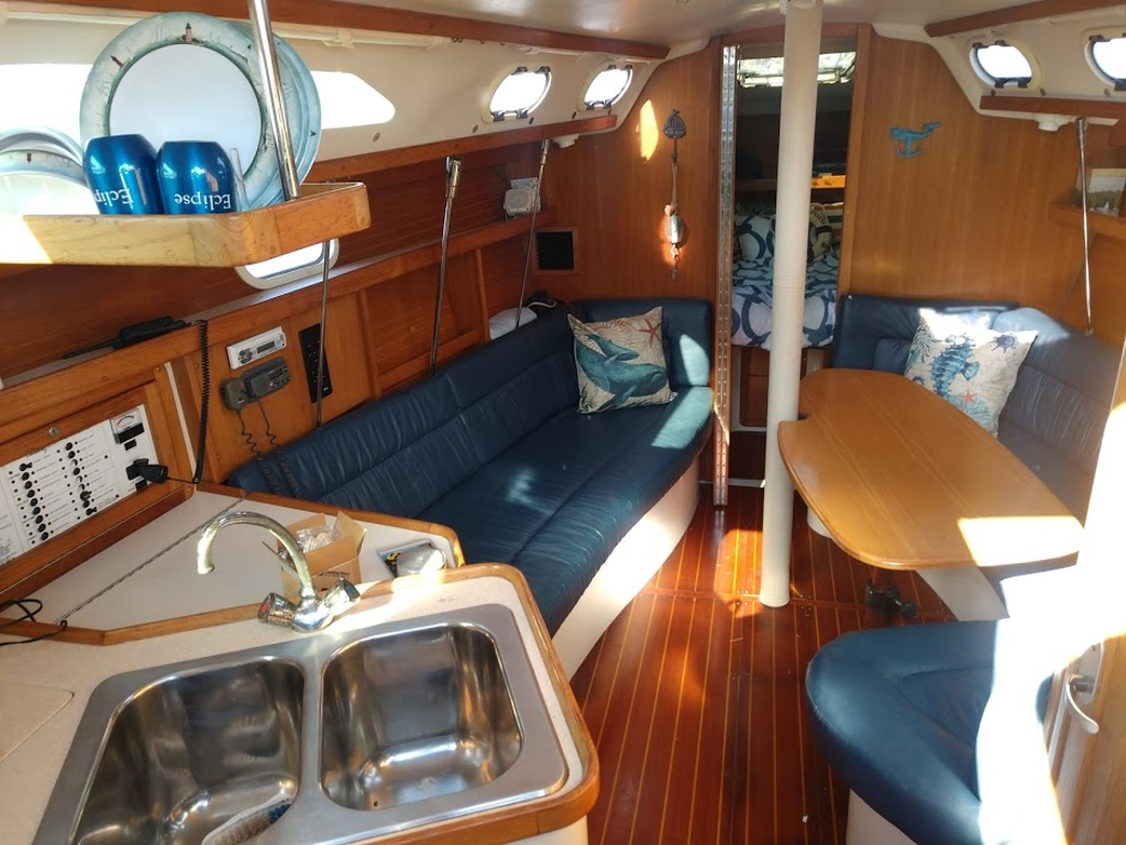 2000 Catalina Yachts boat for sale, model of the boat is 320 & Image # 9 of 12