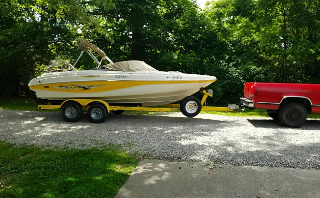 2002 Rinker Captiva boat for sale, model of the boat is 212 & Image # 1 of 1