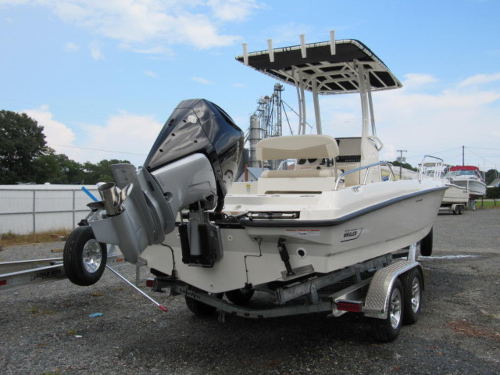 2019 Boston Whaler boat for sale, model of the boat is 240 Dauntless & Image # 4 of 27