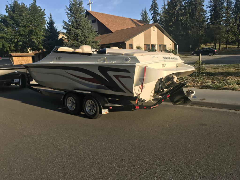 2000 Velocity boat for sale, model of the boat is 260 Performance Cuddy & Image # 4 of 14