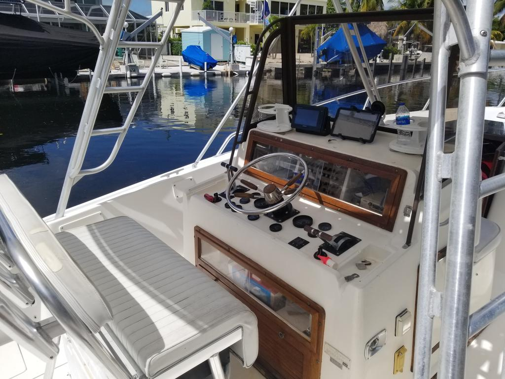 1985 Mako boat for sale, model of the boat is 284  CC Cuddy Cabin & Image # 4 of 15