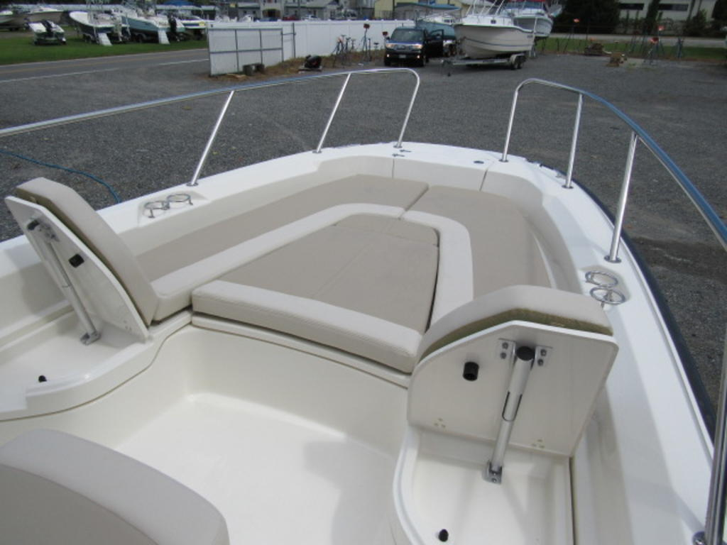 2019 Boston Whaler boat for sale, model of the boat is 240 Dauntless & Image # 20 of 27