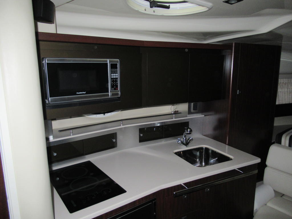 2015 Monterey boat for sale, model of the boat is 355SY & Image # 6 of 10
